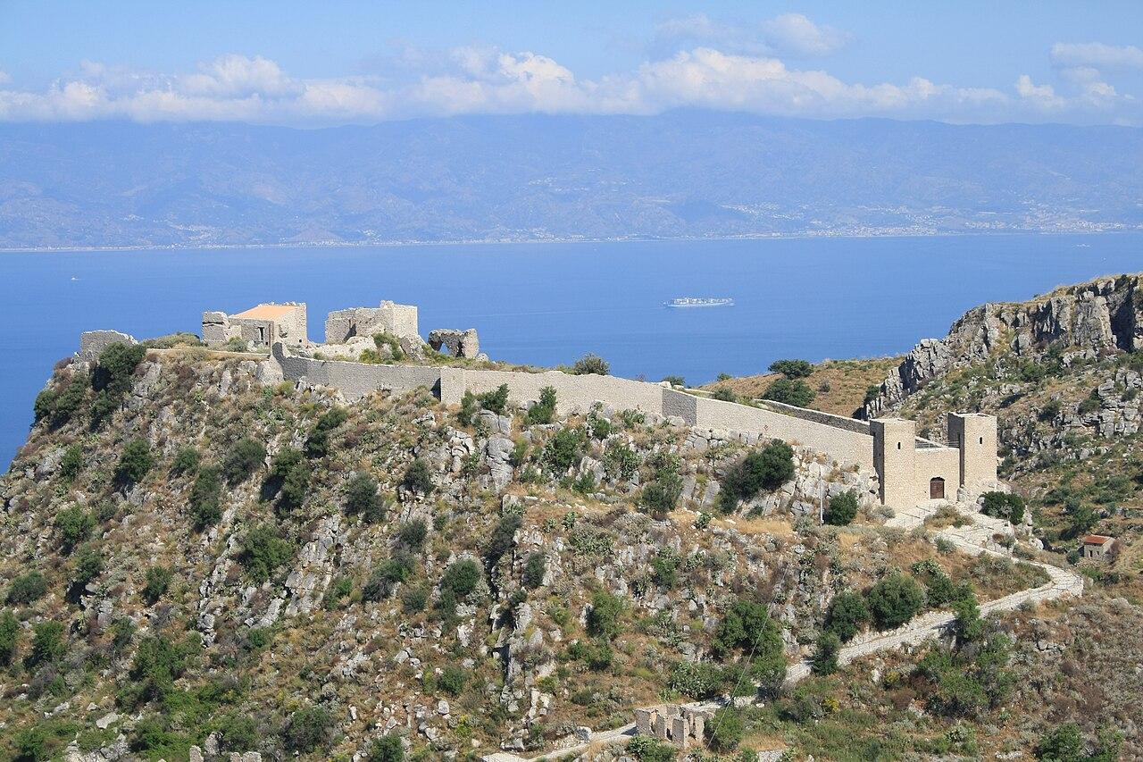 Castello San Niceto.JPG