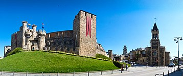 Castillo de Ponferrada en la Provincia de León.jpg