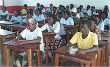 Centro de alfabetización de adultos en Mozambique.jpg