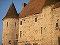 Château-Musée de Nemours, détail de la façade côté Loing.JPG