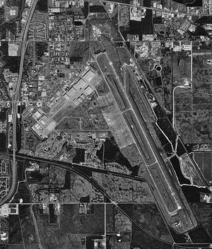 Chennault International Airport - USGS aerial photo as of 23 January 1994