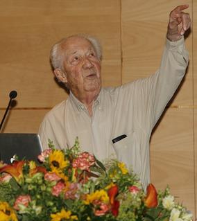 Christian de Duve Belgian biochemist, cytologist