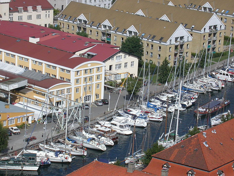 Fil:Christianshavns Kanal and Wilders Plads from above.jpg