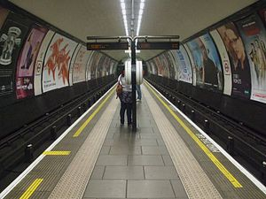 Clapham Common tube station - The island platform looking north, showing the narrow width of the platform(s) similar to Clapham North