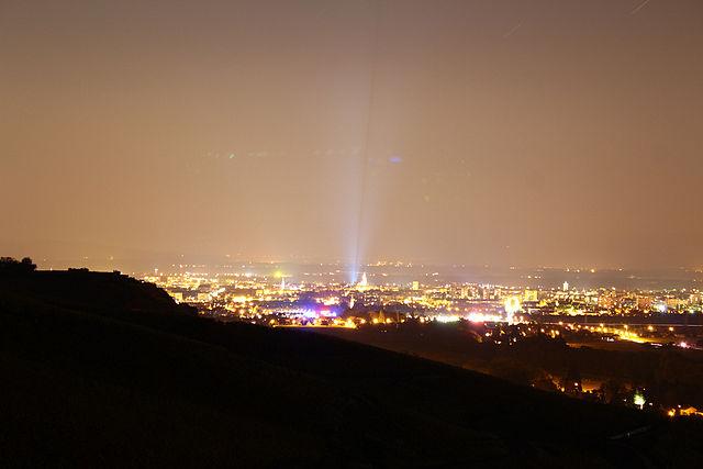 Osvetlenie ľudských sídel spôsobuje tzv. svetelné znečistenie