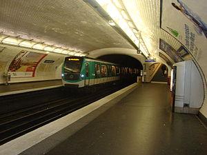 Couronnes (Paris Métro) - Image: Couronnes quai ramequientre