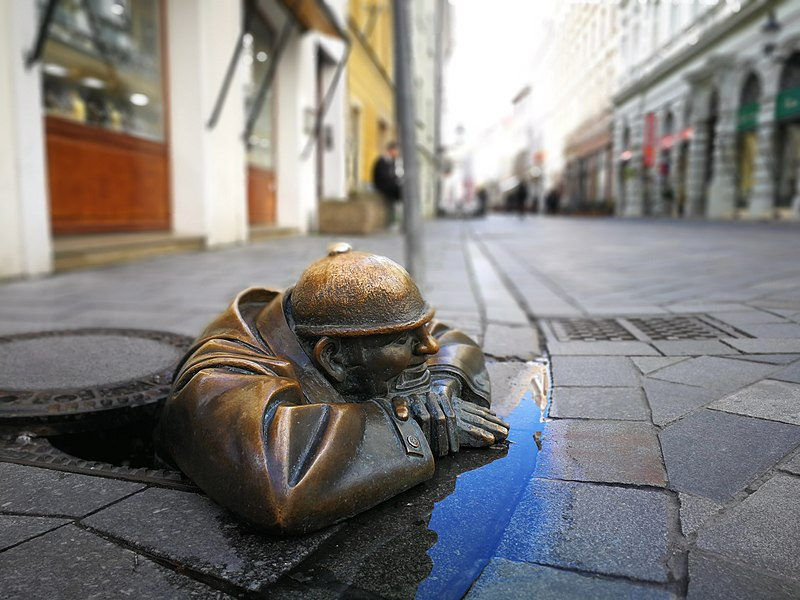File:Cumil Bratislava.jpg