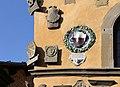 Cutigliano, palazzo dei capitani della montagna, stemmi 02.jpg