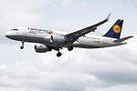"""D-AIUD A320 Lufthansa """"Fanhansa"""" (14600938019).jpg"""