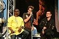 Deine Stimme Gegen Armut P8 concert Youssou N'Dour, Campino & Bono (535182378).jpg