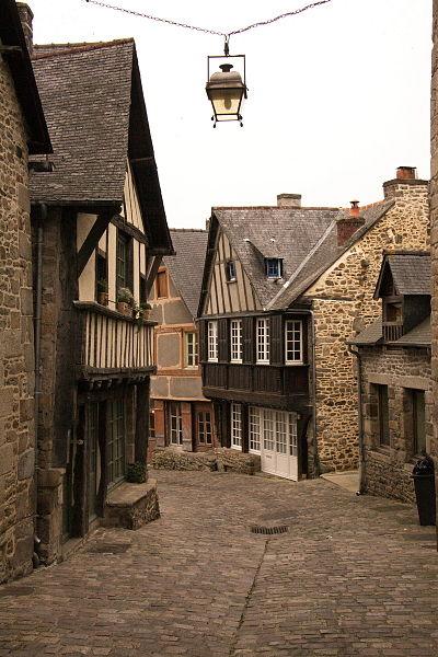 File:Dinan rue-Jerzual 8236 resize.jpg Исторические памятники Динана, достопримечательности Динана, фотографии Динана