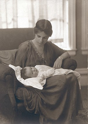Dorothy Burlingham - Dorothy Burlingham with her son Robert Jr. ca. 1915.