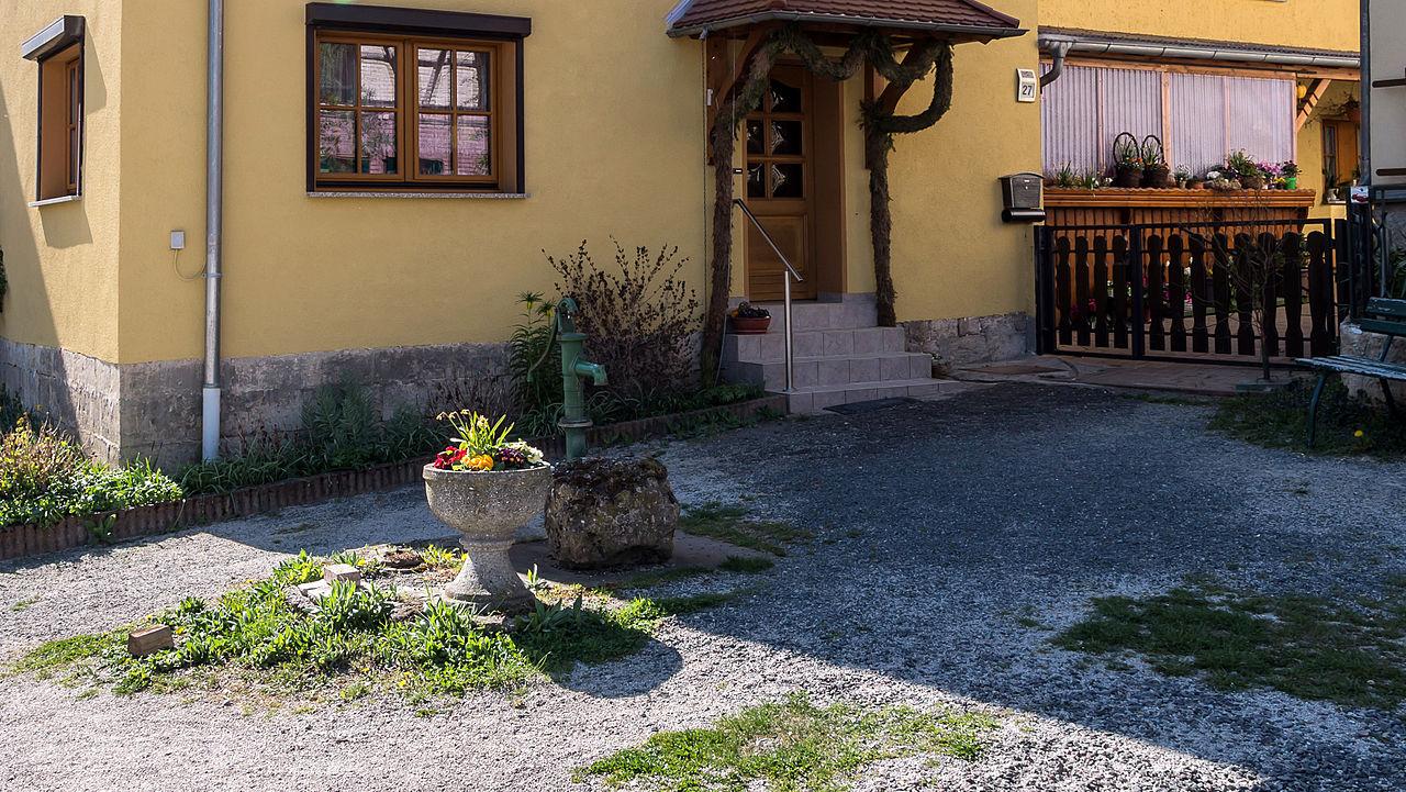 datei:drößnitz vor nr. 27 brunnen mit pumpe – wikipedia