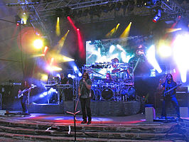 Dream Theater live in 2011: v.l.n.r. - John Myung, Jordan Rudess, James LaBrie, Mike Mangini en  John Petrucci.