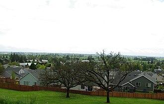 Dundee, Oregon - Overlooking the city