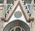 Duomo di firenze, medaglioni intarsiati in marmi nei timpani delle finestre sui fianchi 01.JPG