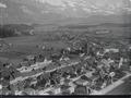 ETH-BIB-Bulle, La Tour-de-Treme, Gruyères aus 150 m-Inlandflüge-LBS MH01-004485.tif
