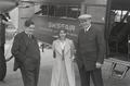 ETH-BIB-Frau L. Weigelt mit zwei Männern vor Fokker-Weitere-LBS MH02-17-0015.tif