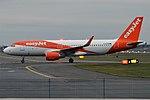 EasyJet, G-EZOM, Airbus A320-214 (45296485164).jpg