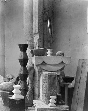 Constantin Brâncuși - Brâncuși's Paris studio, 1920, photograph by Edward Steichen