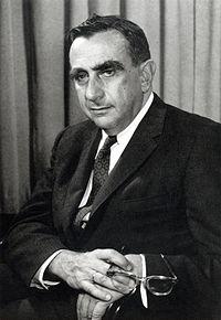 El antiguo colega de Oppenheimer, el físico Edward Teller, testificó contra él en su auditoría de seguridad en 1954.