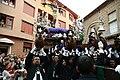 Elevando al cristo de la Expiración en Linares (Jaén).jpg