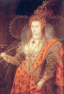 Élisabeth Ire paraissant jeune avec la peau très blanche porte une robe orange avec un large décolleté.