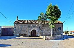 Ermita y cementerio de Zamayón.jpg