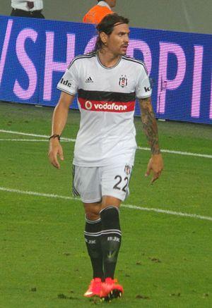 Ersan Gülüm - Gülüm playing for Beşiktaş in 2014