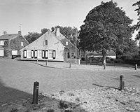 Exterieur overzicht boerderij, ligging vanaf de weg - Ellewoutsdijk - 20001486 - RCE.jpg