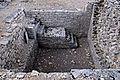 F07 Alesia Ausgrabungen, Wohnhauskeller.0029.JPG
