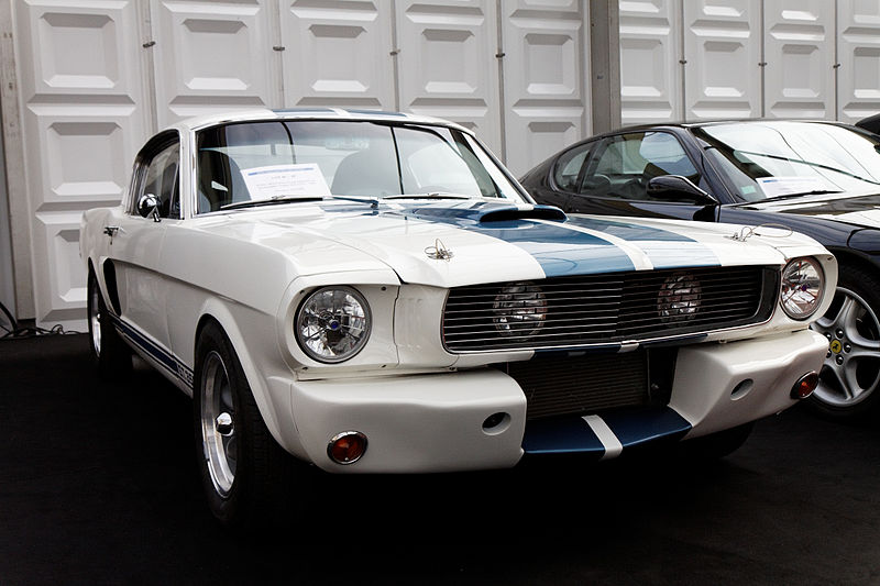 File:Festival automobile international 2011 - Vente aux enchères - Ford Mustang Coupé Fastback configuration Shelby 350 GT-R - 1965.jpg