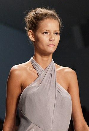 Flávia de Oliveira - Model Flavia de Oliveira modeling for Doo.Ri, Fall 2006 show, New York Fashion Week, 15 September 2006.