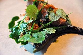 New Danish cuisine - Image: Flickr cyclonebill Stegt flæsk med ramsløg og grillet agurk