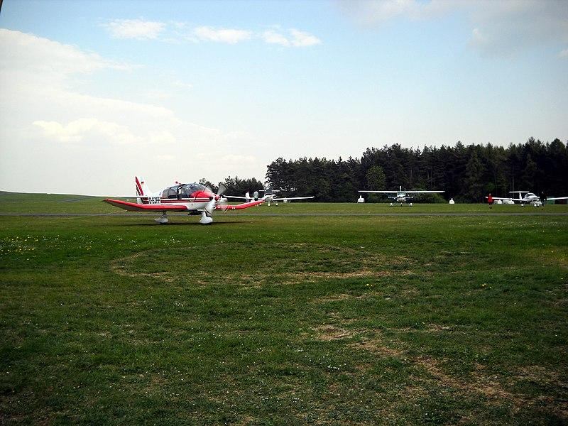 File:Flugplatz Feuerstein - panoramio (1).jpg