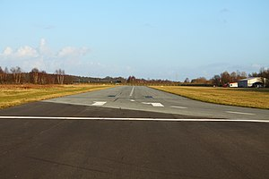 Flugplatz Stade, runway from west.jpg