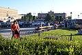 Folkvimmel på promendstråken vid Kungsträdgården, en mycket varm måndagkväll, Sveriges Nationaldag - panoramio (1).jpg