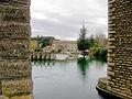 Fontaine-de-Vaucluse La Sorgue entre deux piles de l'acqueduc.JPG