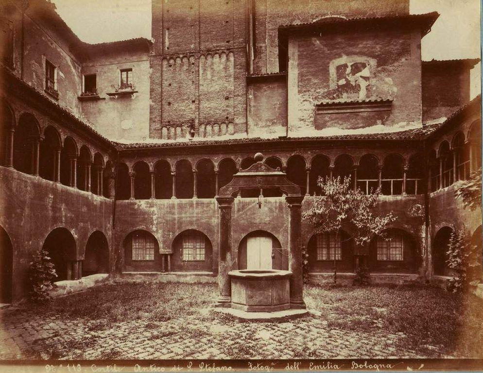 Cortile Antico di S. Stefano à Bologne avant 1914 - Photo de Fotografia dell'Emilia (Pietro Poppi).