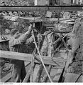 Fotothek df ps 0000282 001 Monteur beim Befestigen von durchhängenden Rohrleitun.jpg