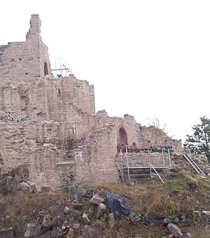 Château du Kagenfels - Image: France Otrott Kagenfels castle during 2009 restoration 1