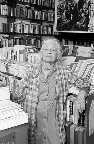 Frances Steloff - Frances Steloff photographed by Lynn Gilbert (1978)