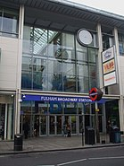 Fulham Broadway stn entrance mall exterior