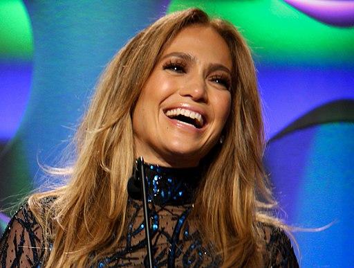 GLAAD 2014 - Jennifer Lopez - Casper-37 (cropped)