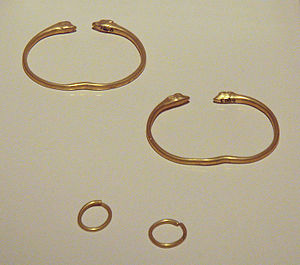 Galatians (people) - Image: Galatian bracelets and earrings 3rd century BCE Bolu Hidirsihlar tumulus