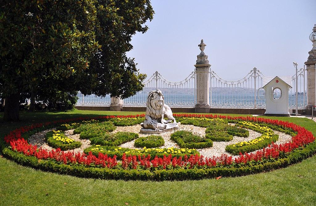 C A Turkey Istanbul ملف:Gardens of Dolm...