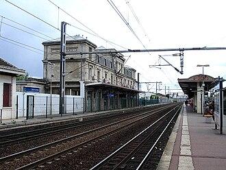 Saint-Denis Station - Image: Gare de Saint Denis 04