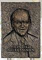Gedenktafel Richard-Willstätter-Str 11 (Adler) Heinrich Kriegsmann.jpg
