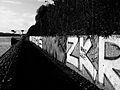 Graffitis sur les bords de la Seine, à Asnières.JPG