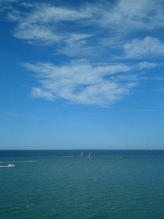Azure (color) - Image: Granville Vue sur Chausey